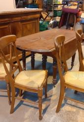 Table en noyer et 4 chaises