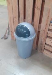 2 poubelles