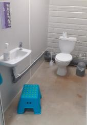 2 éviers, 3 WC