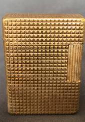 DUPONT Paris - Briquet en métal doré signé