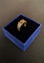 Bague en or jaune 18k et petit diamant en serti clos - Poids brut : 6.2 g - Taille 54