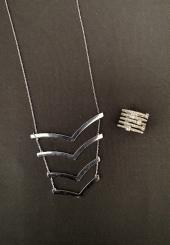 Lot comprenant SWAROVSKI - Bague en métal argenté à 5 anneaux